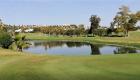 le parcours de golf couvre plus de 130 hectares, dont des lacs artificiels, des jardins parfaitement entretenus et des grands bunkers.